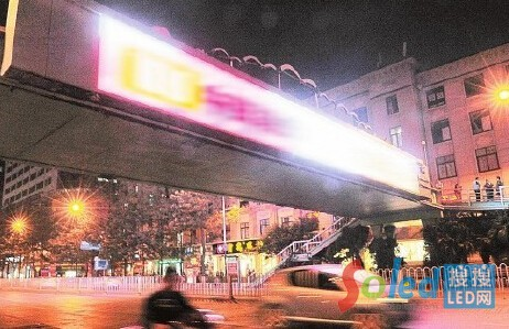 城市夜晚街头光污染